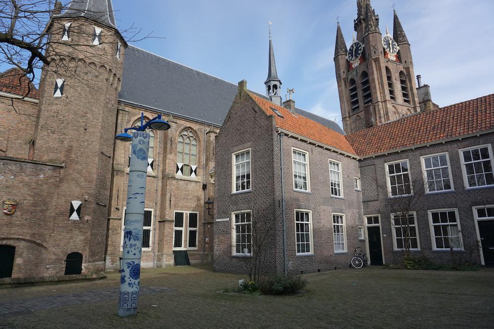 Delfts blauwe lantaarnpalen