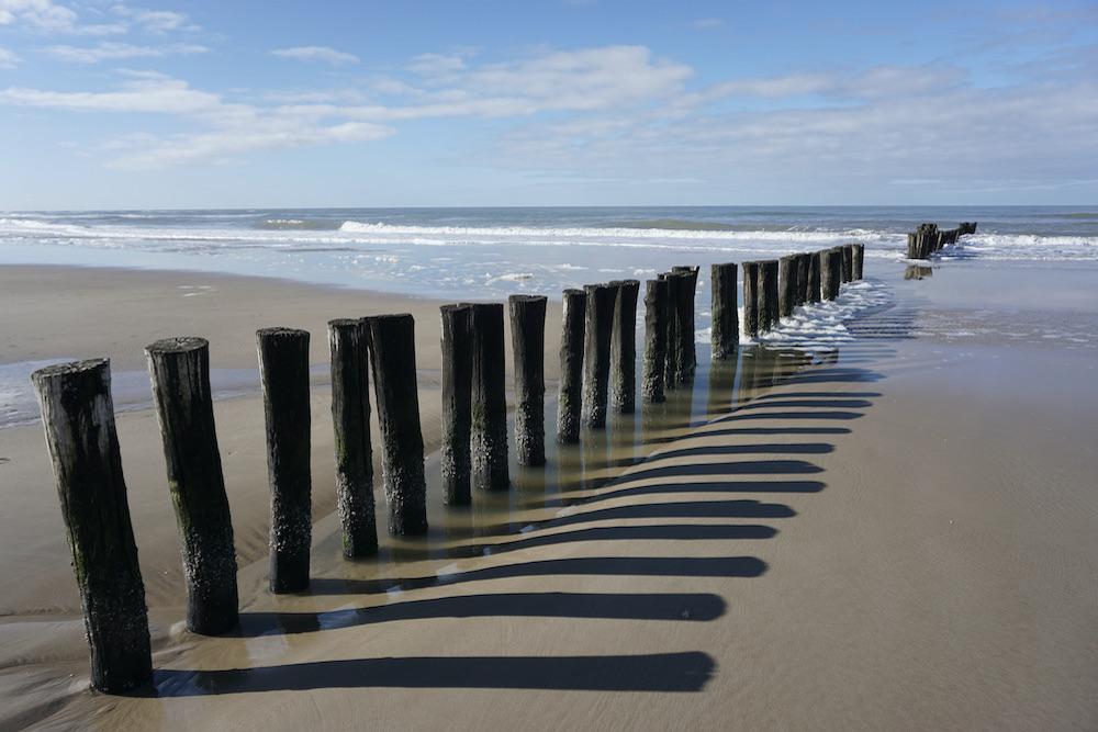 Golfbreker palen strand Schoorl aan Zee