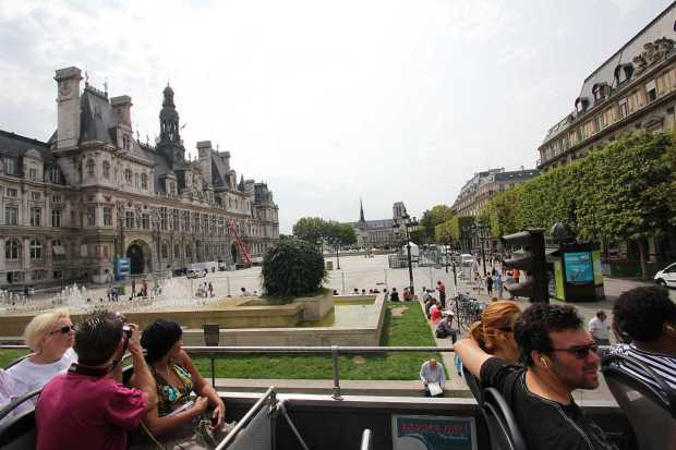 Paris by Bus: Hôtel de Ville