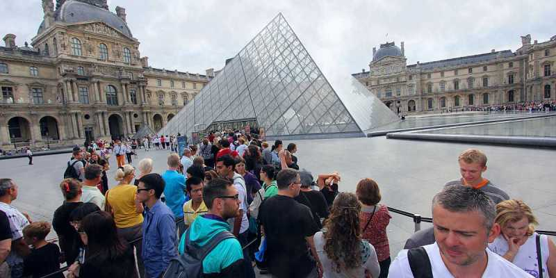 Queue to Louvre