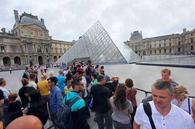 Queue to Louvre
