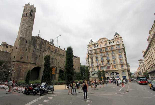 Hostal Layetana, Plaza Ramón Berenguer el Grande, Barcelona