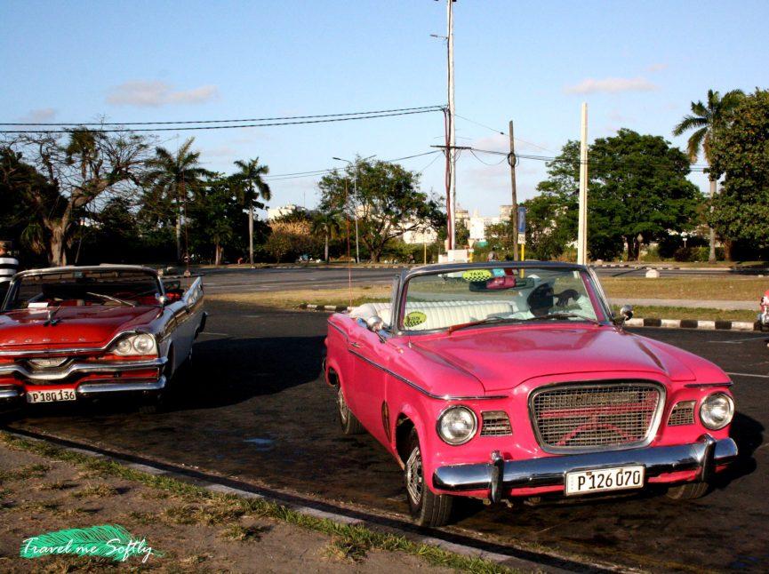 almendrones cubanos plaza de la revolución