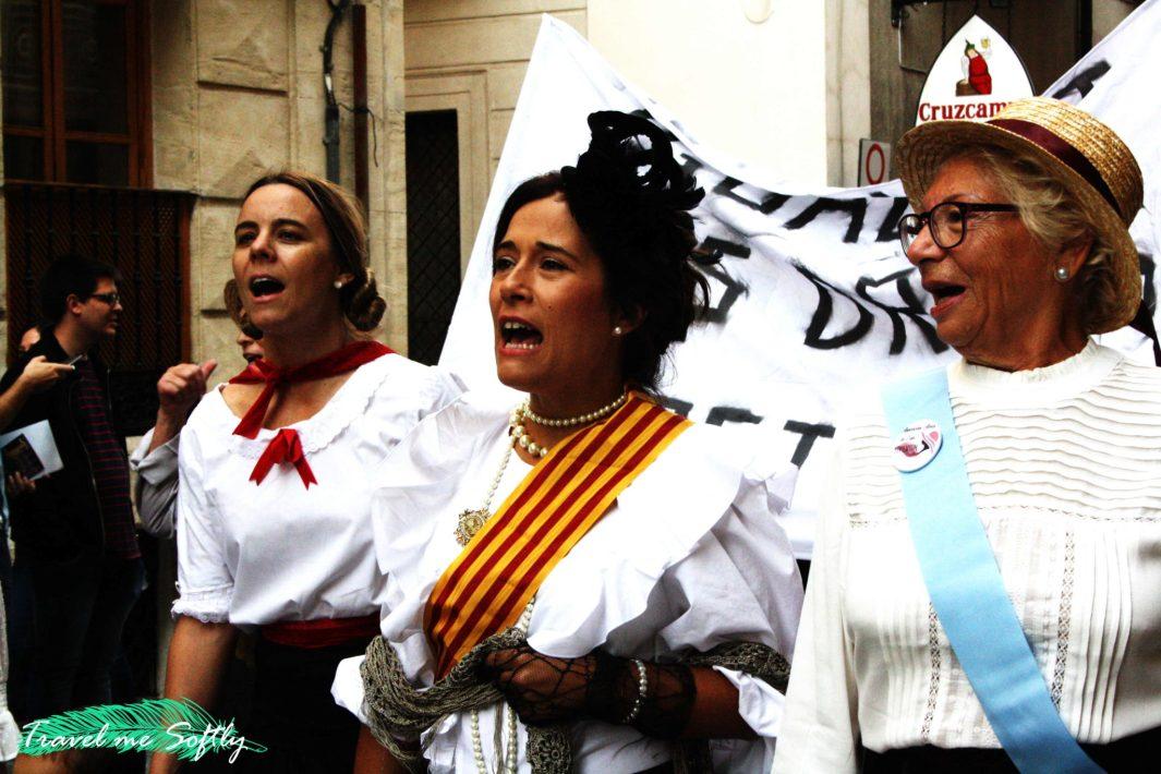 manifestación sufragista fira modernista alcoi