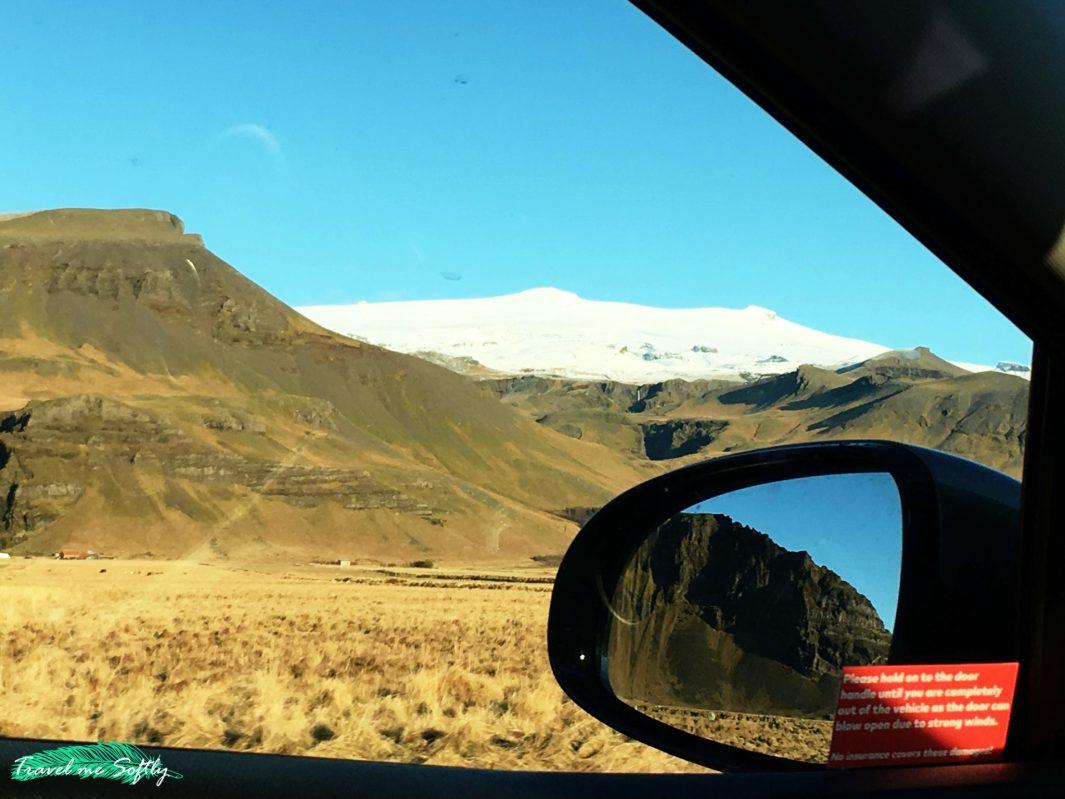 precaucion viento puerta coche conducir en islandia en invierno
