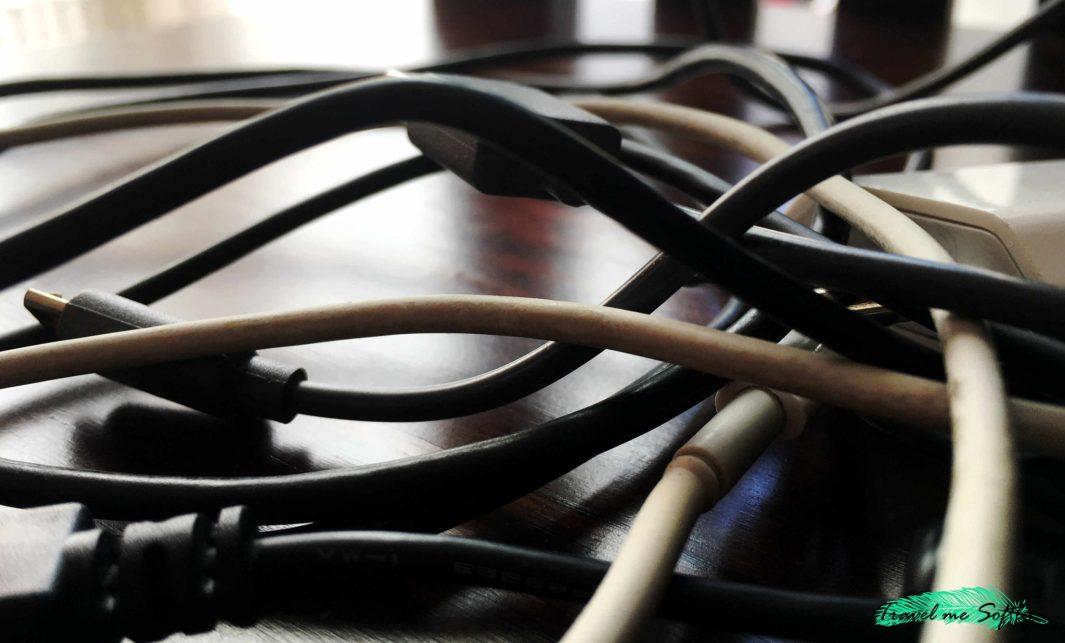 meter en el equipaje cables
