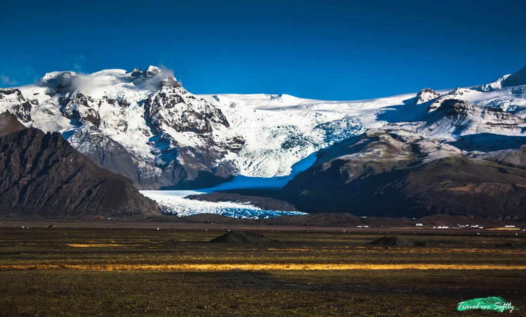 paisaje rumbo a klaustur montañas islandia