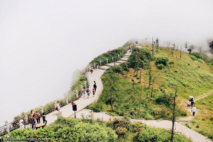 monte-emei-cina-nebbia