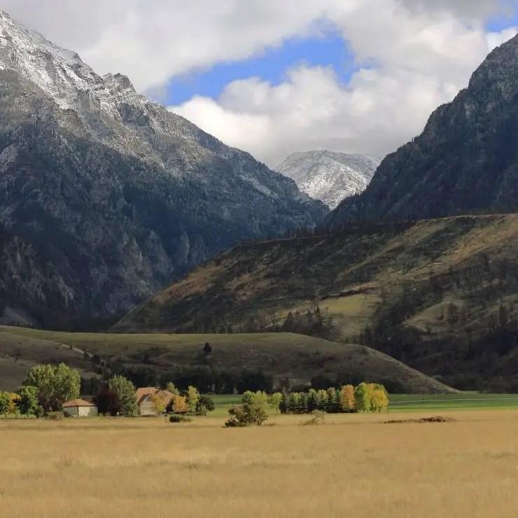 Montana mountain peaks above Paradise Valley
