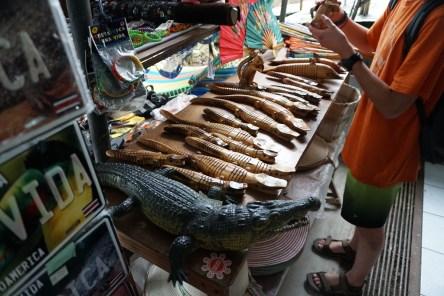 souvenir cocodrilos