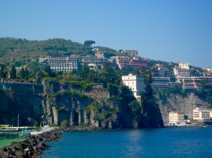 sorrento-cliffs