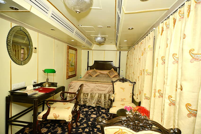 Super Deluxe Cabin in Palace on Wheels
