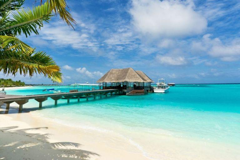 Maldives Temporarily Suspends Tourist Visa
