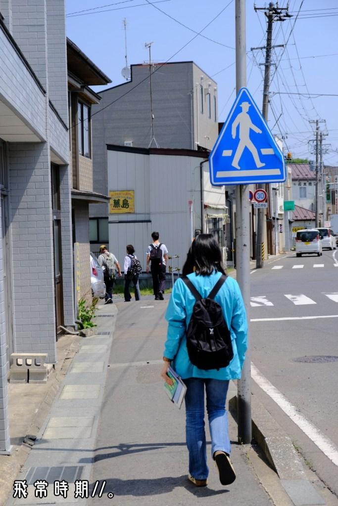 跟着人潮或街上指示牌,只需15分鐘左右便到達。