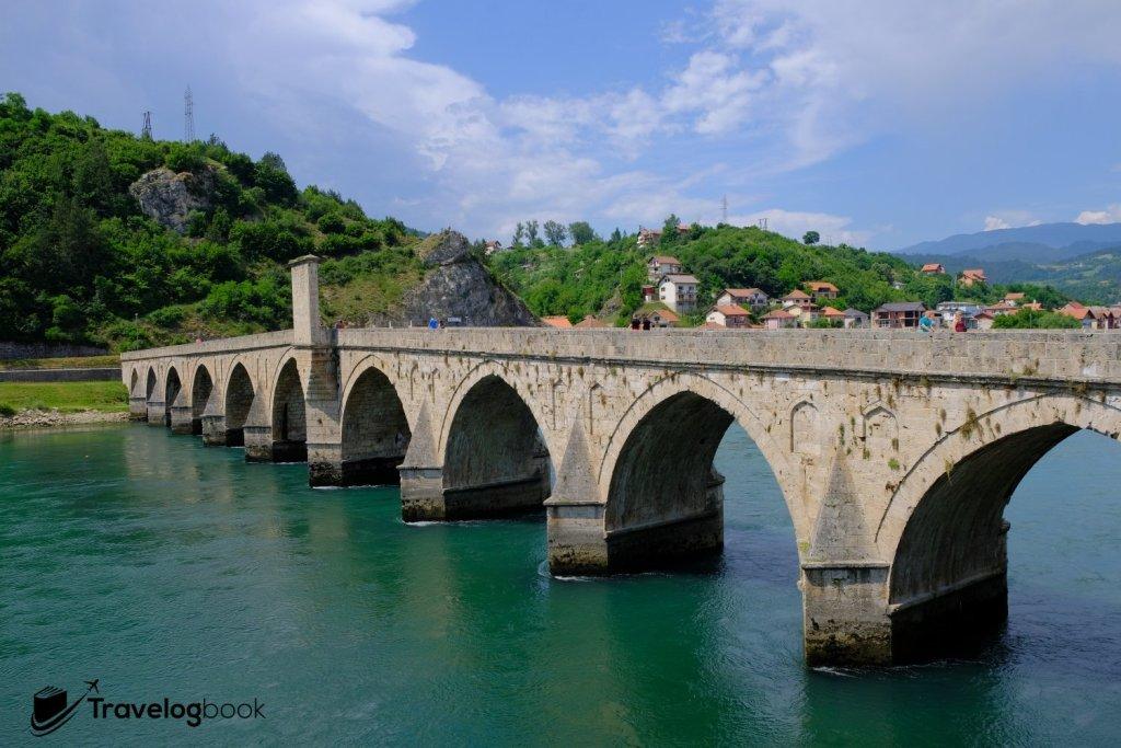 始建於1571年的Mehmed Paša Sokolović Bridge穚,共有11個石拱。