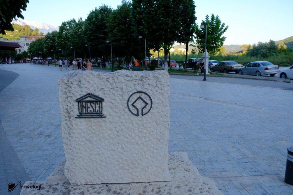 Berat在2008年被列入世界文化遺產。