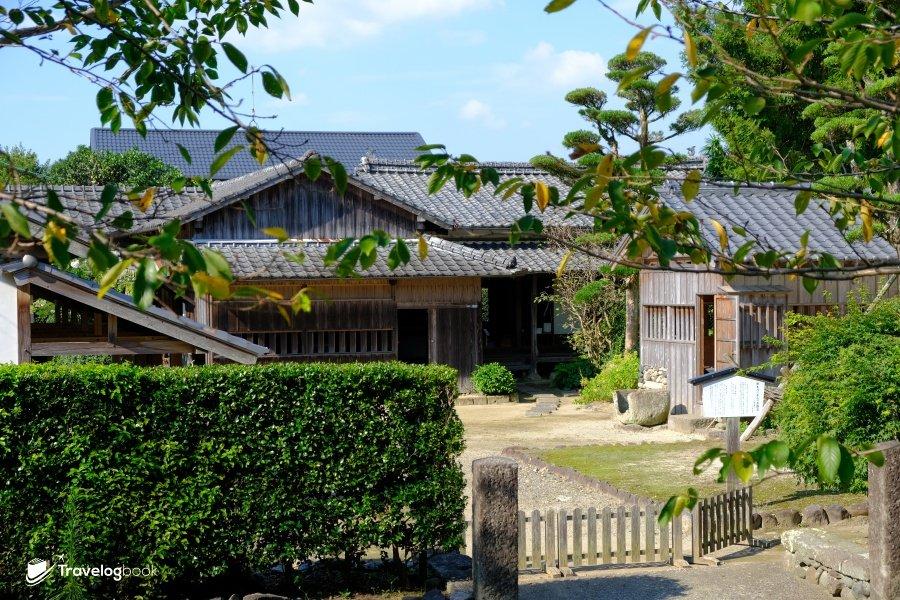 這個武家屋敷群據傳建於400年前。圖為可參觀的竹添邸,格局門扉等還是昔日的味道。