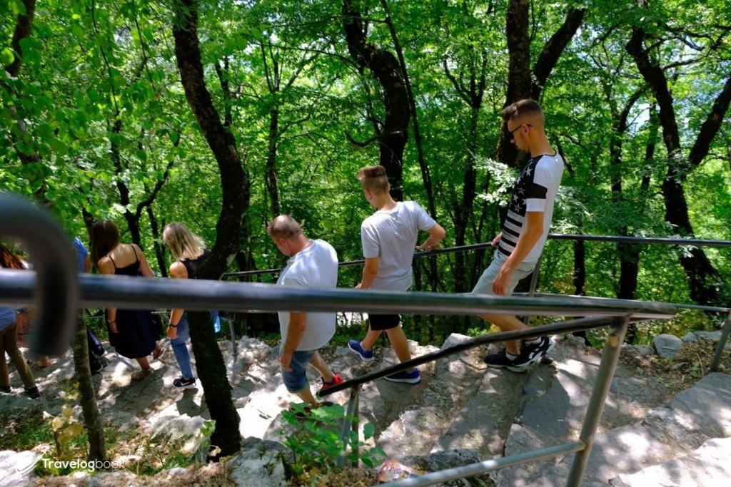 前往Lower Monastery的山徑。