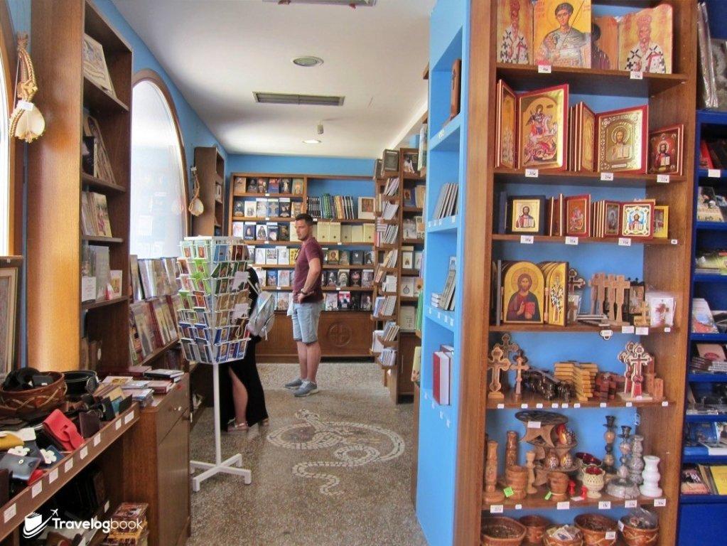 Upper Monastery內售賣紀念品和宗教用品的店鋪。