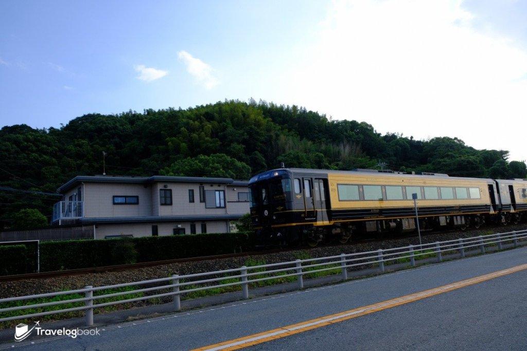 中途還碰上了當日早上搭乘的特急A列車。
