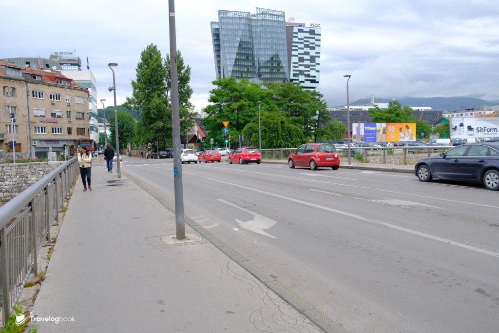 這裏離市區約需步行25分鐘。