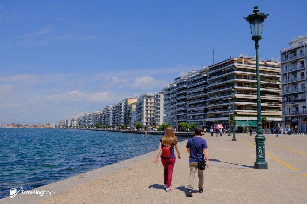 美麗清靜的海濱,迎着海風散步也不覺熱。