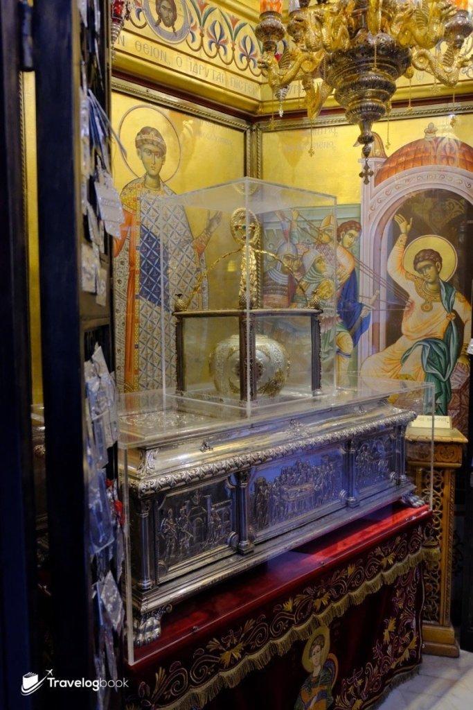 Saint Demetrius聖髑存放在銀色的盒內,據說有着奇妙的力量,朝聖者眾。
