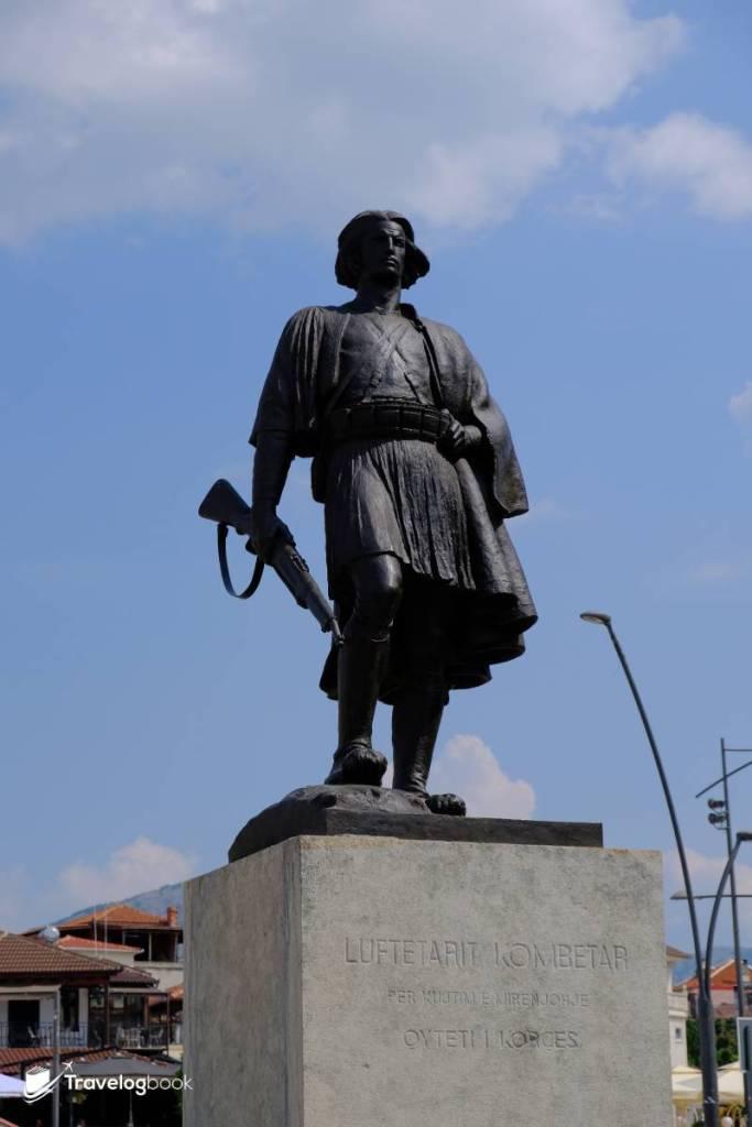 無名士兵像(Unknown Soldier Monument)紀念為抵禦外國入侵而犧牲的人,於1933年樹立。