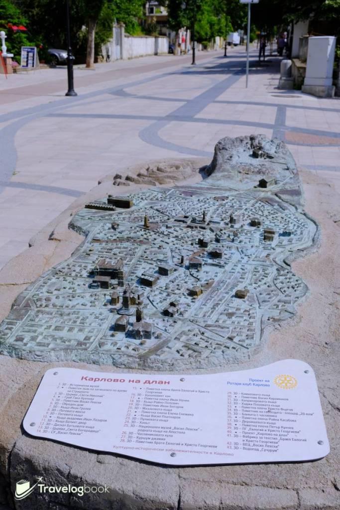 想知Karlovo有甚麼地標?看這個立體圖就一清二楚,位置就在Town Hall旁的長街上,朝瀑布方向走一小段就可找到。