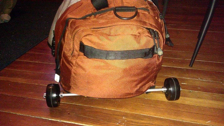 Duffel bag with detachable wheels