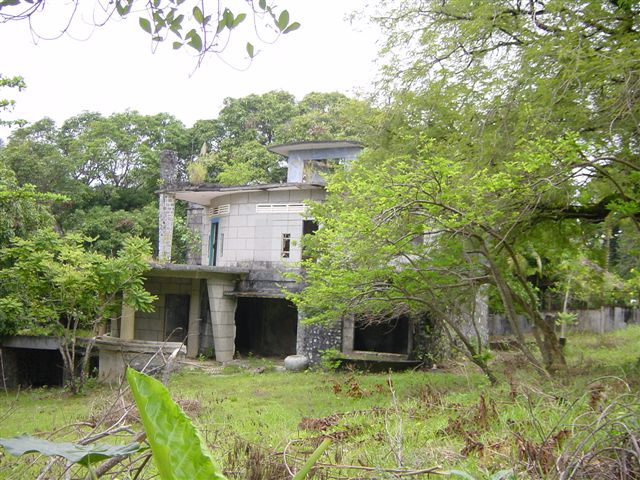 Beautiful French villas - in ruins