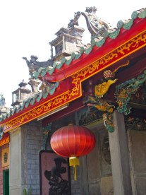 temple tuft with lantern