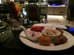 royal-plaza-hotel-club-lounge-7