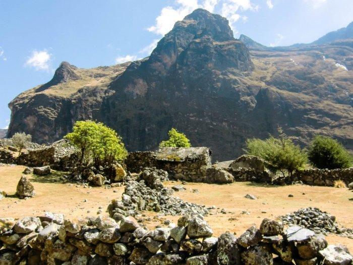 Verlaten dorp op El Choro trail Bolivia