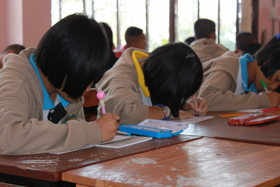 A guide to teaching English Abroad - girls studying