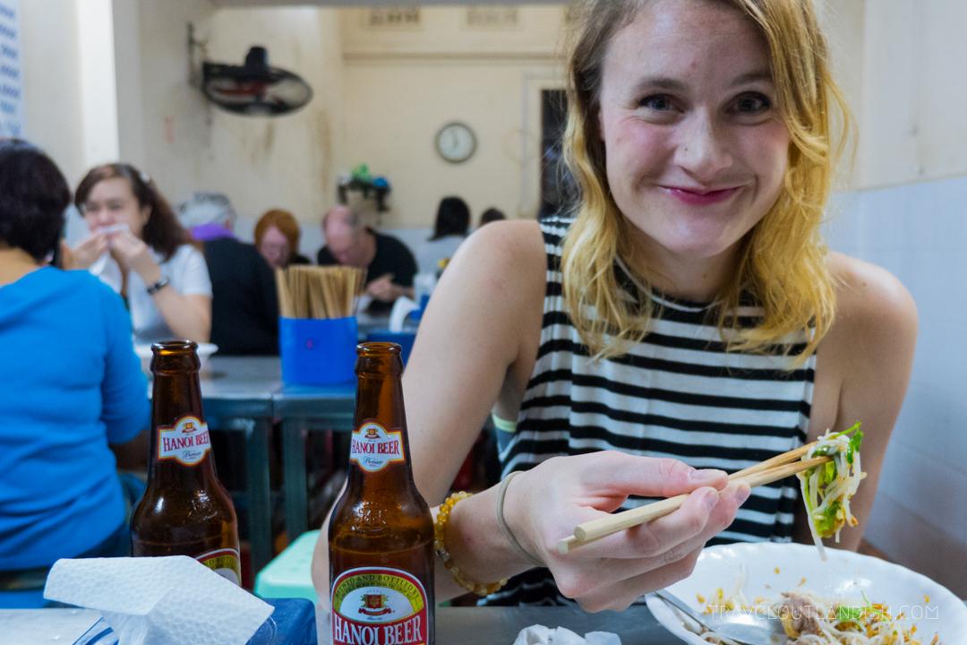 Northern Vietnamese Street Food - Eating bun bo nam bo in Hanoi