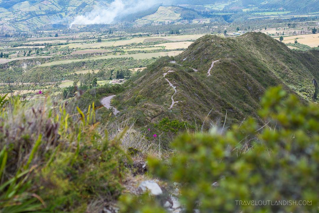 Trekking in Ecuador - Trail at Laguna de Cuicocha