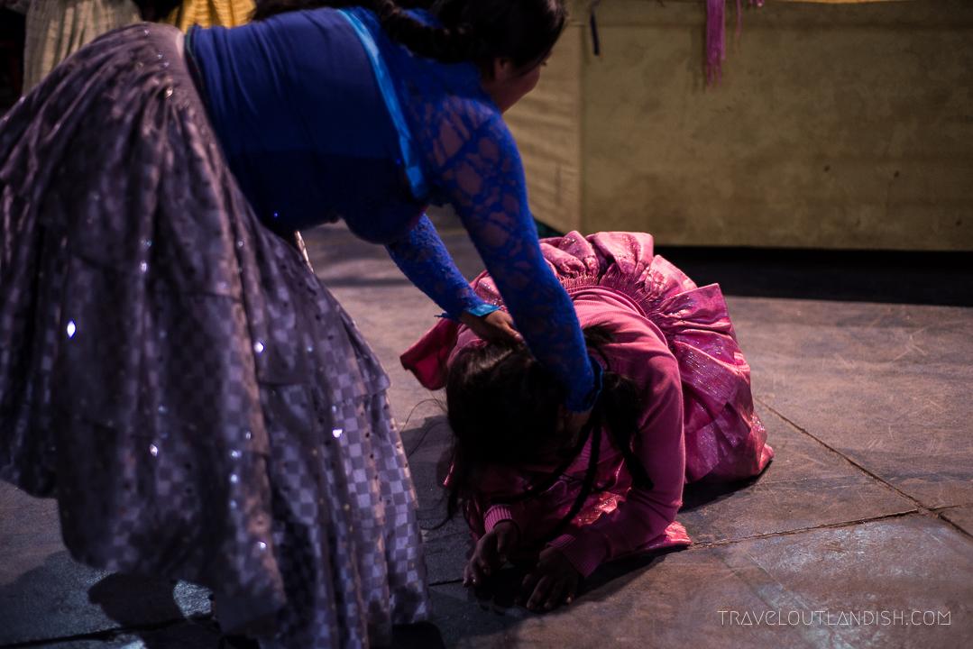 Cholitas Wrestling - Braid Pulling