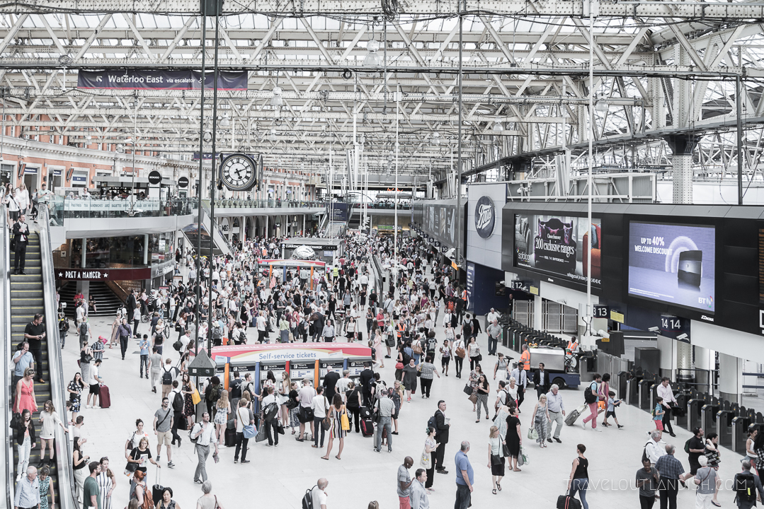 How to Use the London Underground - Train Station