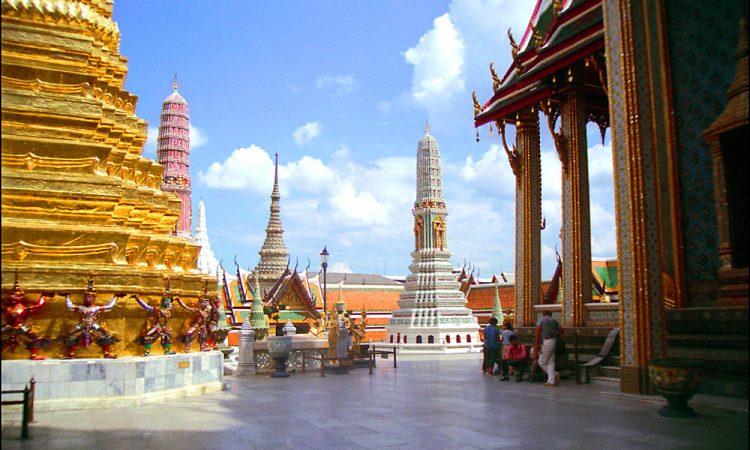 Bangkok Temple © Len Rapoport