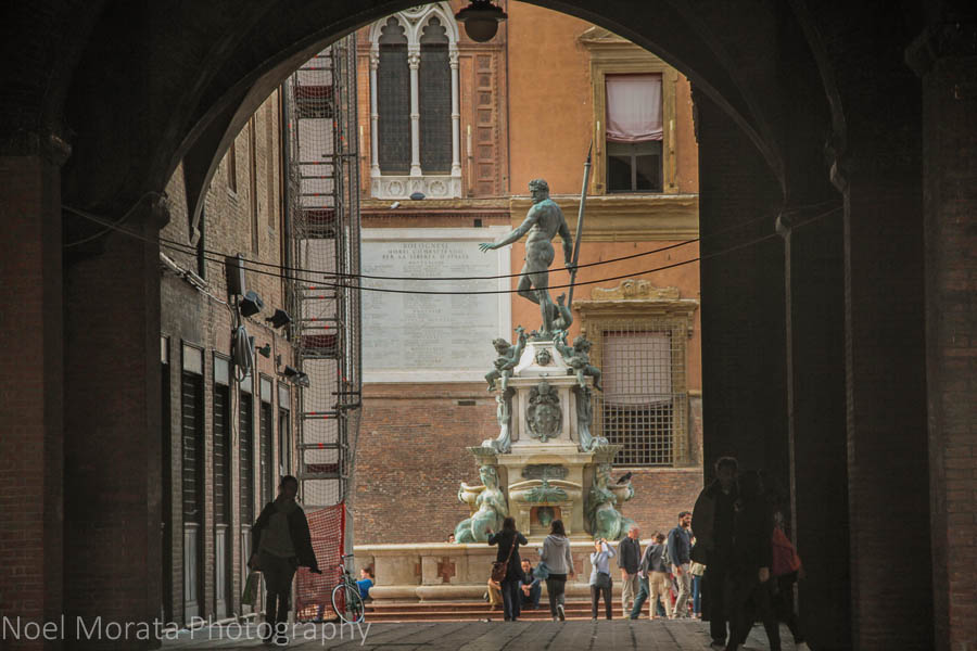 A tunnel view of the fountain at Piazza Netunno