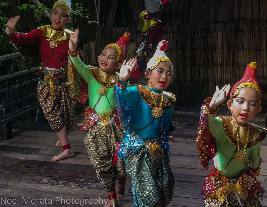 Bangkok girls dance performance