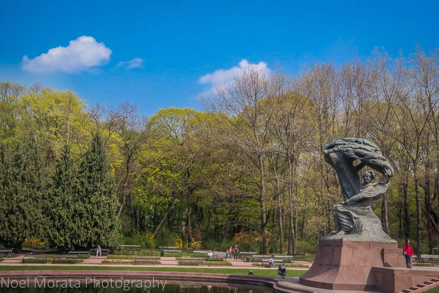 Touring Warsaw at Lazienki park and the Chopin memorial