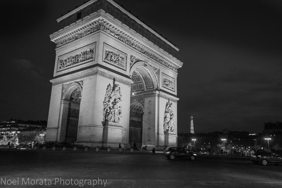 Visiting Paris: 10 tips and suggestions - Arc de Triomphe at night