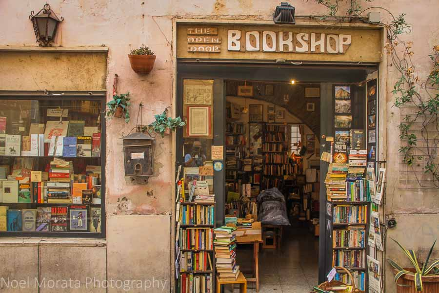 A bookshop walking around Trastevere, Rome