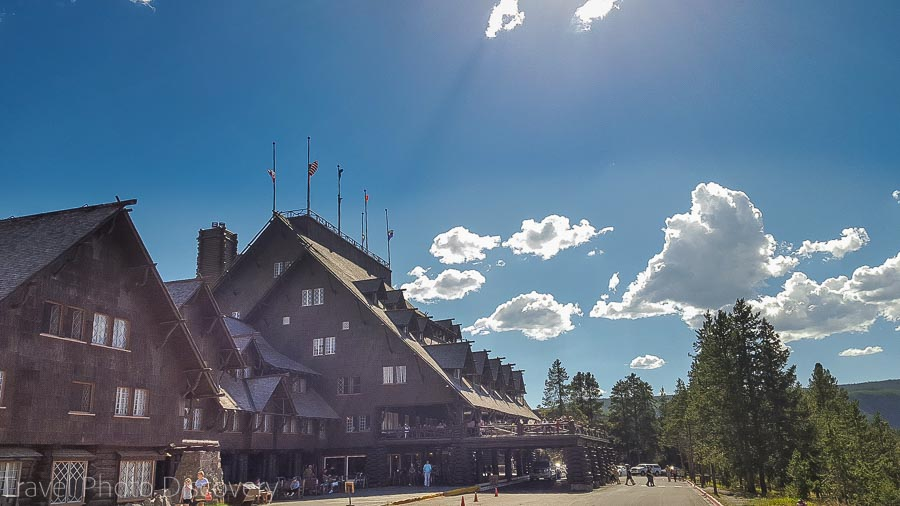 Old Fatithful Inn at Yellowstone National Park 2016