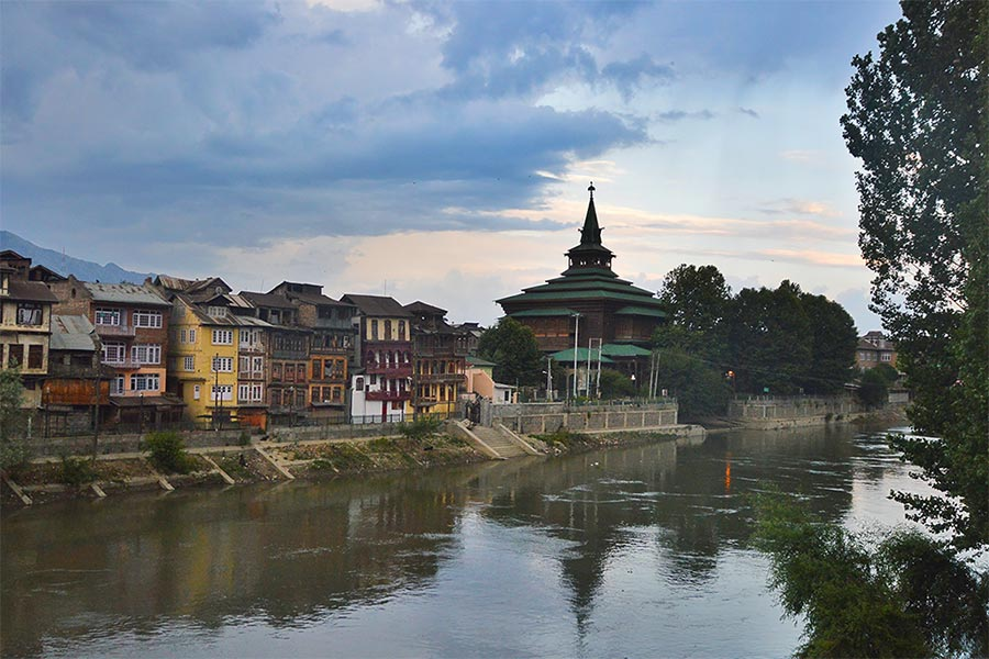 Romantic getaways around the world at Srinagar India