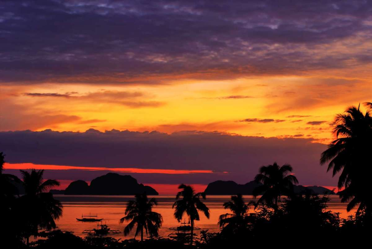 Sunset over Corong Corong Beach and Bacuit Bay, El Nido