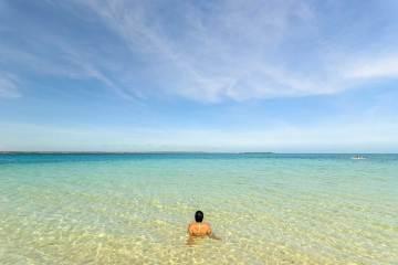 Crystal clear waters of Hilantagaan Island, Bantayan Island