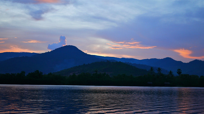 sunset mekong river kampot